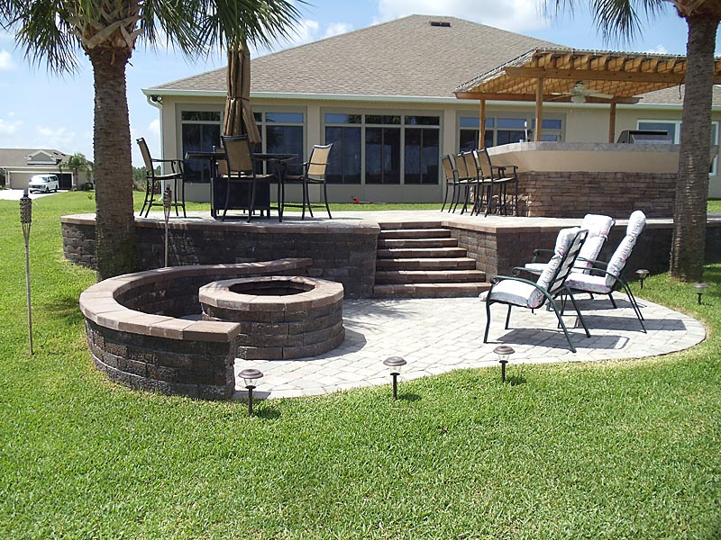 Tremron Olde Towne Paver Patio Firepit And Outdoor Kitchen