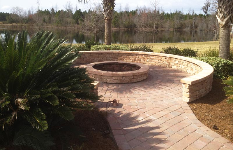 tremron palazzo wall and firepit